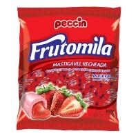 Bala recheada sabor morango Frutomila pacote com 120 unidades